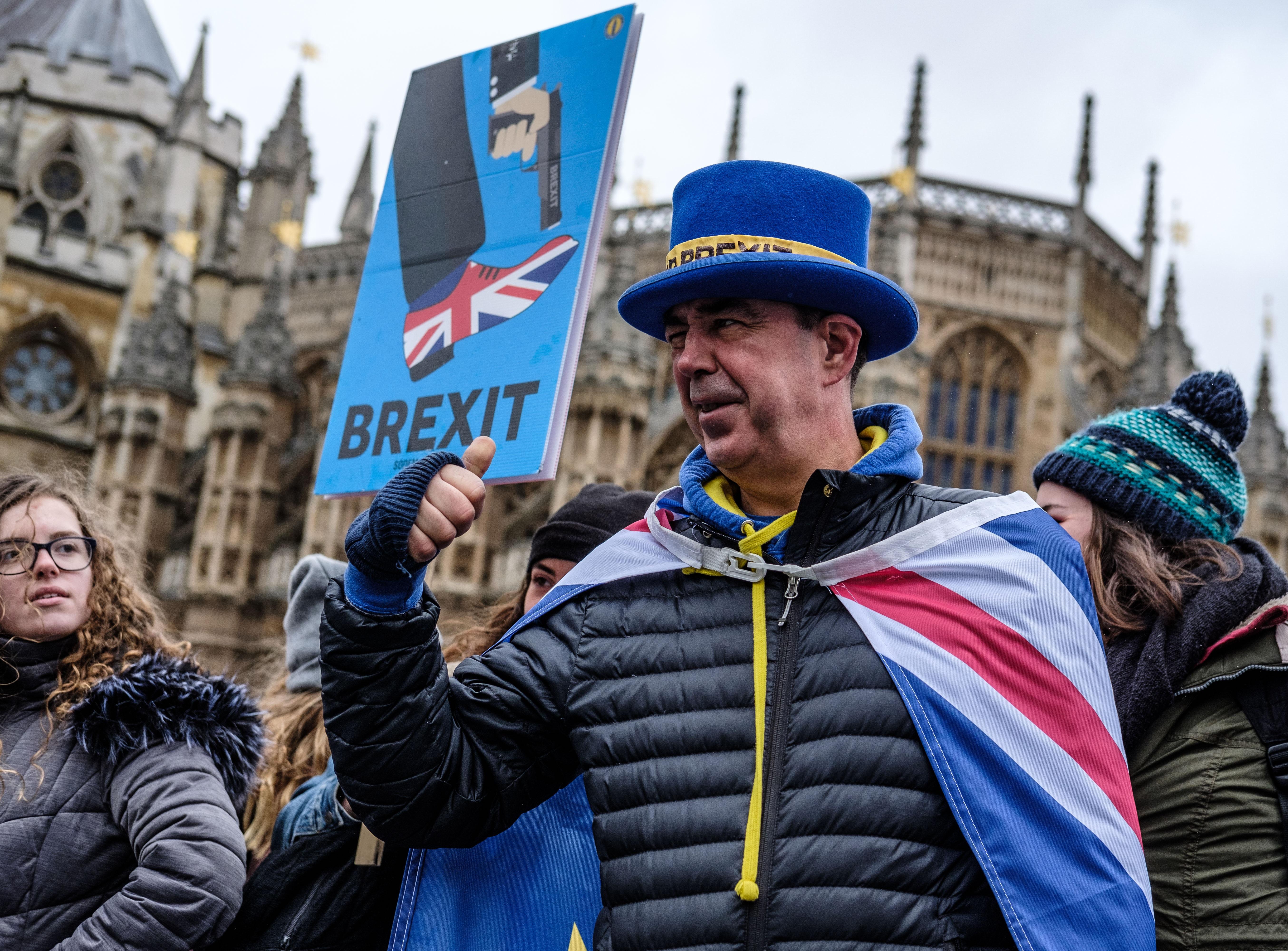 EUROPE: Les Cinqs Salopards Du Brexit Et Les 17 Millions d'Abrutis Qui Les Ont Crus!